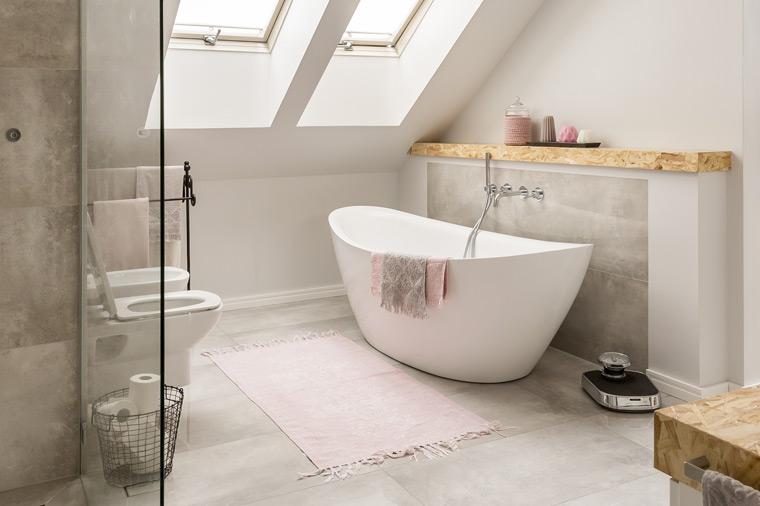Modernes Badezimmer von der Storch Heizung Sanitär GmbH bei Straubing